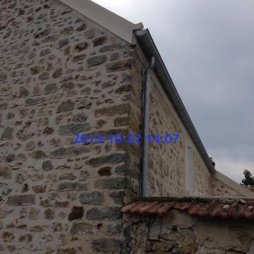 maison-individuelle-sivry-courtry-couverture-tuile-platte-rive-ciment-gouttiere_0